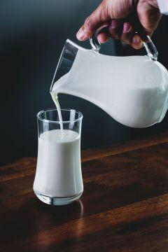 Czy mleko jest zdrowe? Mity i praktyczne wskazówki