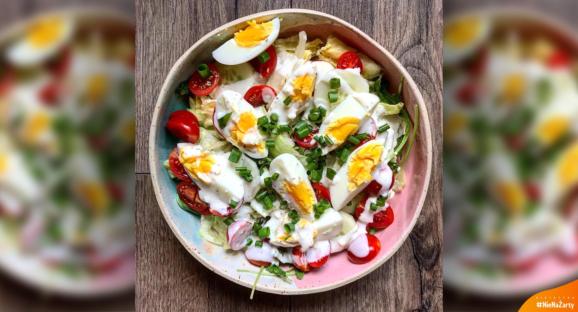 Wegetariańska sałatka z jajkiem