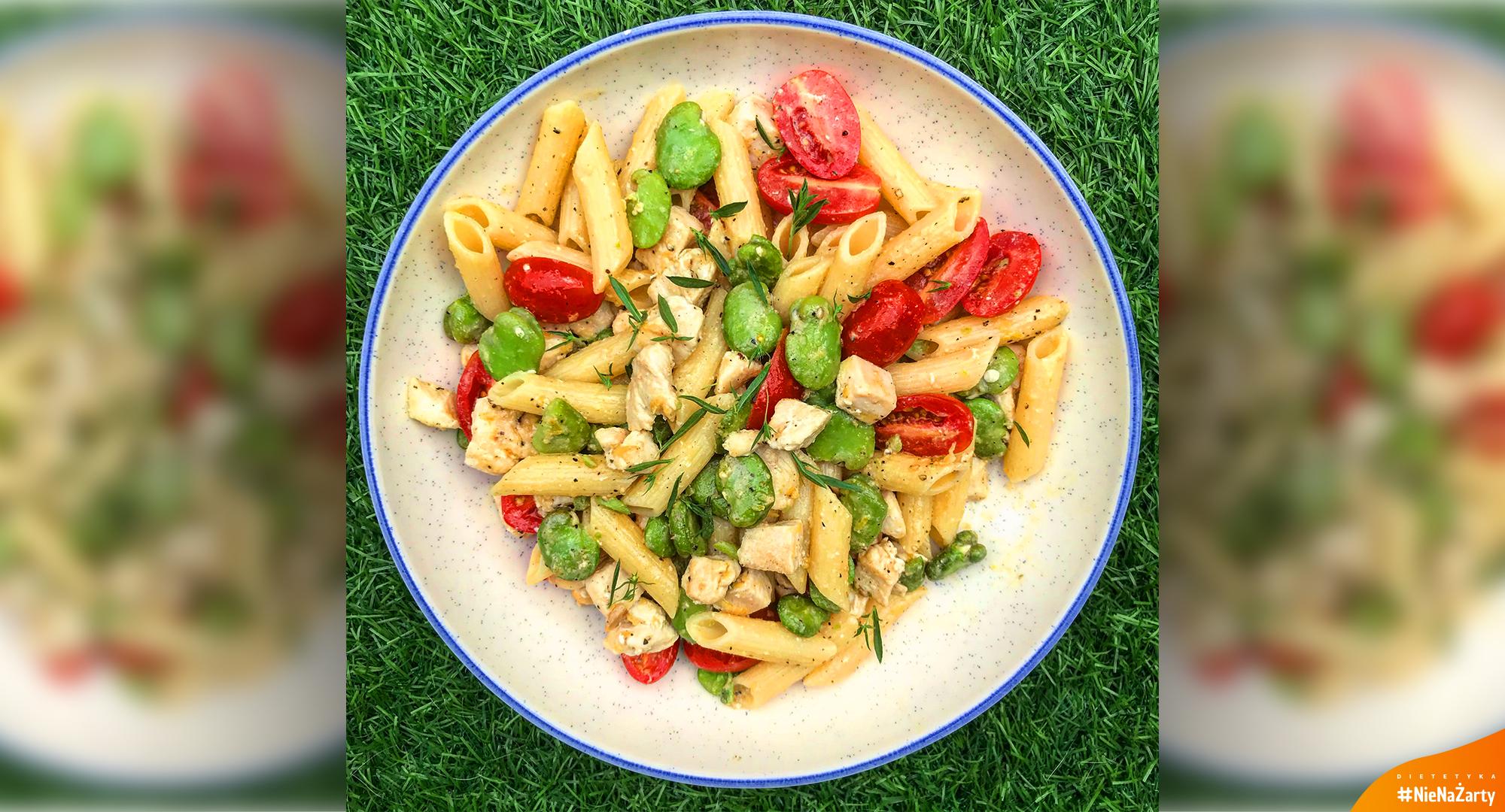 Dieta 1600 kcal - Makaron z kurczakiem, bobem i pomidorkami