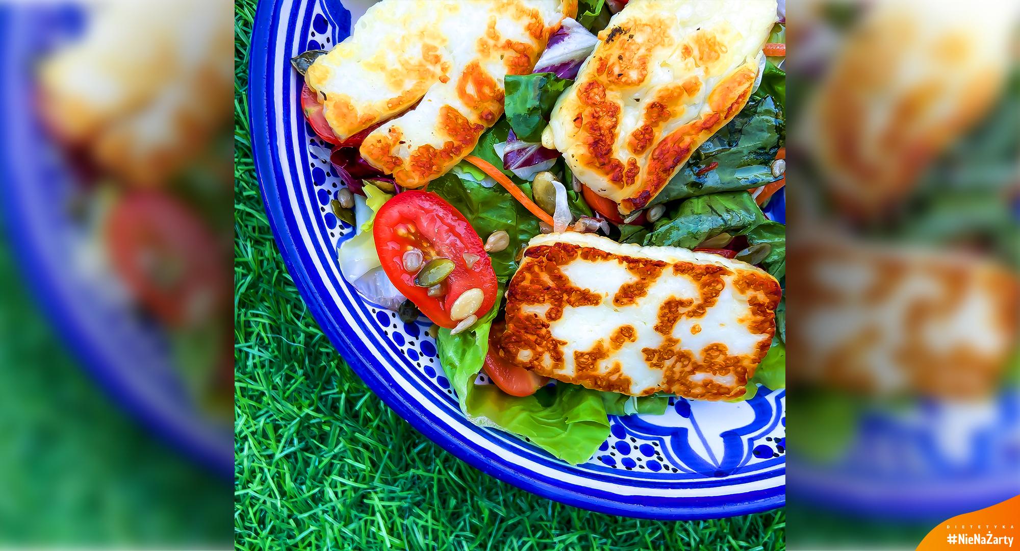 Sałatka z serem halloumi
